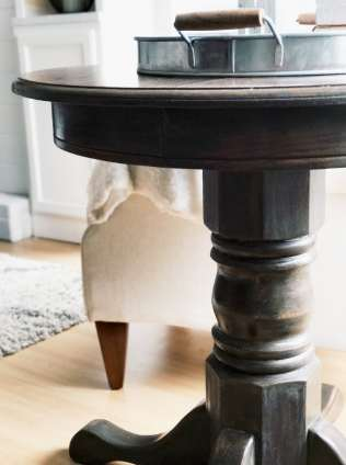 DIY Dining Table and Chairs Makeover • Ideas & Tutorials, including this farmhouse table makeover oak side table farmhouse decor-min