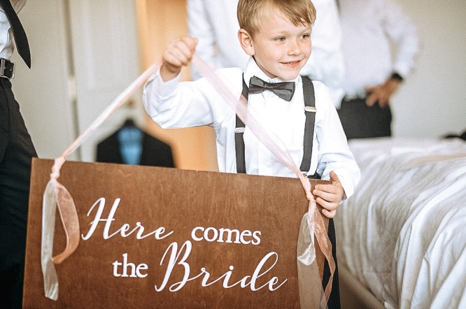 FREE DIY 'Here Comes The Bride Sign' Printable